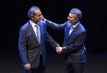 """Daniel Scioli (L), presidential candidate of the ruling Front for the Victory, and Cambiemos Mauricio Macri, presidential candidate of the opposition front, attend the presidential debate """"Argentina Debate"""" in Buenos Aires, capital of Argentina, Nov. 15, 2015. Argentina will hold presidential election on Nov. 22. (Xinhua/Martin Zabala) (da) (ah)"""