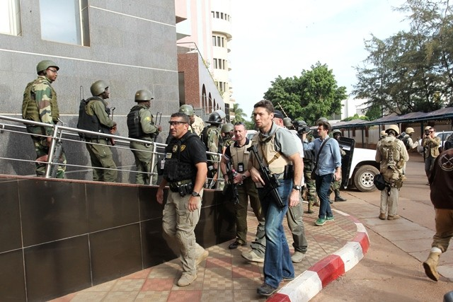 French military personnels are seen outside Radisson Blu hotel in Bamako, Mali, Nov. 20, 2015. Three Chinese citizens were killed in a hostage-taking situation at the Radisson Blu hotel in the Malian capital, while four other Chinese citizens were rescued, the Chinese Embassy in Mali confirmed to Xinhua on Friday. (Xinhua/Stringer)