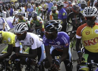 Cyclists are seen during the second stage of the Tour of Rwanda in Kigali, Rwanda, Nov. 20, 2015. Eritrean Mekseb Debesay, riding for Team Aid of Germany, Thursday won stage four of the ongoing Tour of Rwanda from Musanze to Nyanza covering a distance of 166km. (Xinhua)
