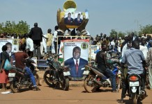 Photo taken on November 26, 2015 shows an election campaign billboard for Zephirin Diabre, the Union for Change (UPC) candidate in Kongoussi, 110km north from Ouagadougou, capital of Burkina Faso. Burkina Faso's Presidential elections will be held on November 29, 2015. (Xinhua/Remi Zoeringre)