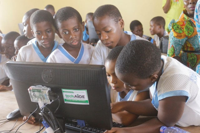 Students of New Standard School in Dansoman accessing EDUlLab