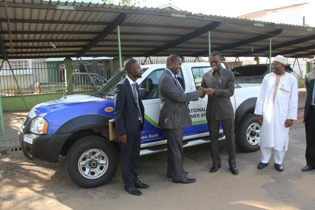 Mr. Mawuko Afadzinu presenting the keys of Nissan pickup to the Agric Minister.