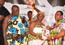 Nana Apiagyei Dankawoso I, presenting some books to the Okyenhemaa Nana Adutwumwaa Dokua, while Okyenhene looks on