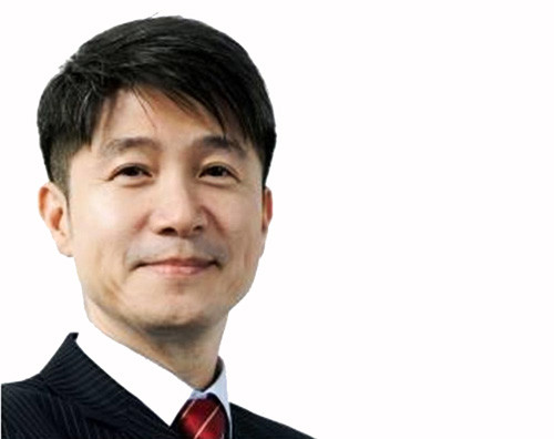 The President and CEO of the LG Mobile Communication Company, Juno Cho