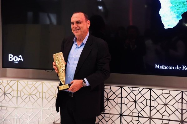 Ghana coach Avram Grant has scooped the Outstanding Achievement award as the Best Manager at the 2015 Best of Africa 2015 Awards Ceremony in London.