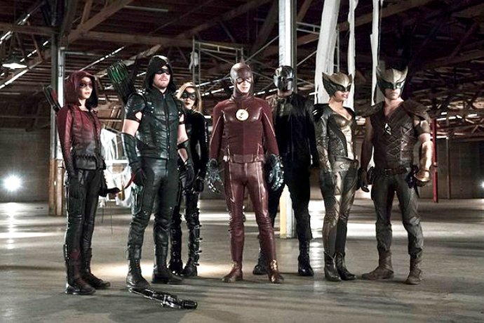 first-photo-of-arrow-the-flash-crossover-new-heroes