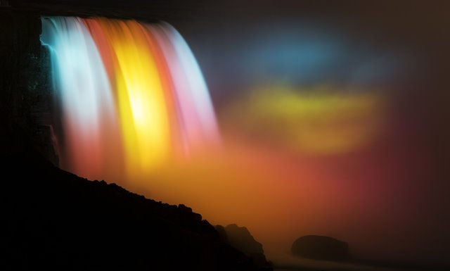 The Niagara Falls illuminated by colourful lights is seen during the annual illumination festival in Canada, Dec. 25, 2015. As one of the foremost illumination festivals in Canada, this annual event, which runs from Nov. 21, 2015 to Jan. 31, 2016, attracts hundreds of thousands of people. (Xinhua/Zou Zheng)