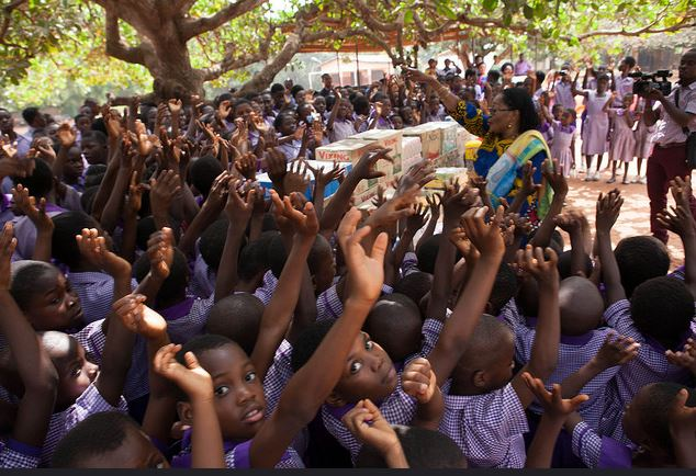 First Lady donates to orphans at Christmas2