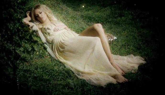 carrie-underwood-dance-in-the-dark-woods-in-heartbeat