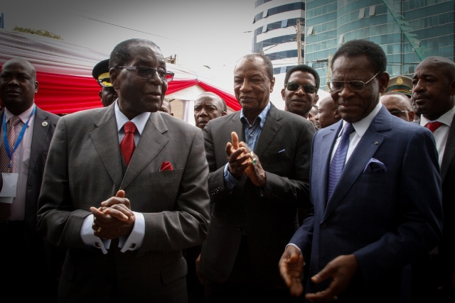 Robert Mugabe (L front), President of Zimbabwe attends the inaugural ceremony of newly built Equatoral Guinea Embassy to Ethiopia which is built by China Jiangxi Corp in Addis Ababa, Ethiopia's capital, Jan. 29, 2016. (Xinhua/Michael Tewelde)