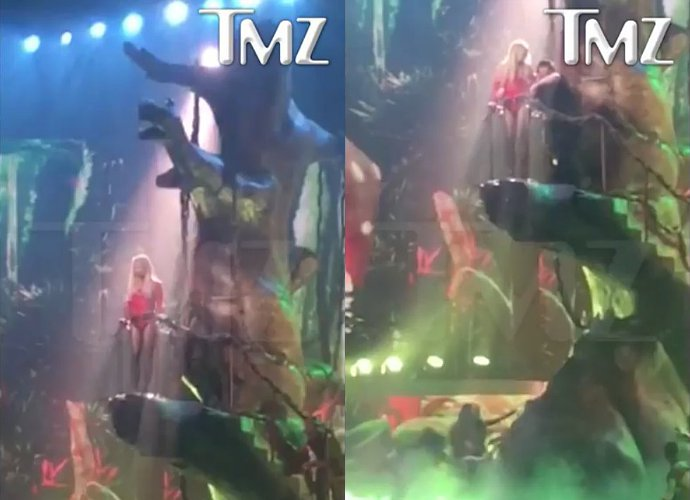 britney-spears-gets-stuck-to-a-tree-during-las-vegas-show