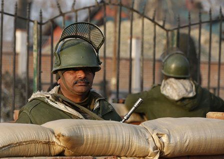Indian paramilitary troopers stand guard ahead of India's Republic Day celebration in Srinagar, summer capital of Indian-controlled Kashmir, Jan. 25, 2016. Authorities in Indian-controlled Kashmir Monday intensified security and surveillance ahead of India's Republic Day, officials said. (Xinhua/Javed Dar)