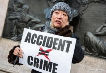 """A woman in tears speaks to the press during a rally in support of New York City Police officer Peter Liang, at Brooklyn's Cadman Plaza Park, in New York, the United States, Feb. 20, 2016. Peter Liang, a New York City police officer of Chinese descent, was found guilty on Feb. 11 of manslaughter over the shooting of a black man, prompting concerns of discrimination. On Nov. 20, 2014, Liang, a 27-year-old with only a year and a half on the job, was patrolling with his partner in Brooklyn's East New York housing project when he was startled by a noise. In a stairway that prosecutors described as """"pitch-dark,"""" Liang drew his gun and fired. The bullet ricocheted off a wall and hit Akai Gurley on a lower level. (Xinhua/Li Muzi)"""