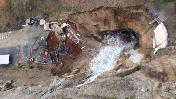 South Africa Mine Collapse (Photo: uk.news.yahoo.com)