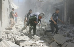 AFP/File / Ameer Alhalbi Syrians evacuate an injured man amid the rubble of destroyed buildings following a reported air strike on the rebel-held neighbourhood of Al-Qatarji, in Aleppo, on April 29, 2016
