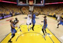 Getty/AFP / Ezra Shaw Stephen Curry hit five of the Warriors' 10 second-half three-pointers as the reigning champions rallied to oust the third-seeded Thunder