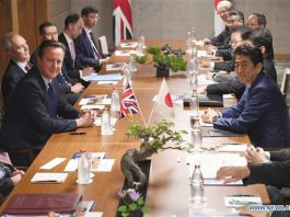Britain's Prime Minister David Cameron (2nd L) meets with his Japanese counterpart Shinzo Abe (2nd R) at the Shima Kanko Hotel in Shima, Mie Prefecture, Japan, May 25, 2016, ahead of the G7 leaders Ise-Shima summit. [Photo/Xinhua]