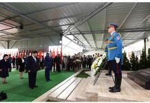 Chinese President Xi Jinping and his wife Peng Liyuan pay homage to the Chinese martyrs killed in the NATO bombing of the former Chinese embassy in the Federal Republic of Yugoslavia in May 1999, after arriving in Belgrade for a state visit to Serbia, June 17, 2016. The three martyrs were journalists Shao Yunhuan of Xinhua News Agency, and Xu Xinghu and his wife Zhu Ying, of the Guangming Daily newspaper. [Photo/Xinhua]