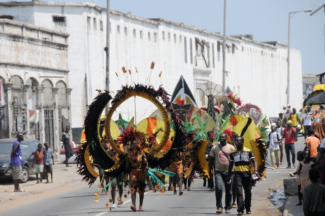 Artists perform during the opening parade of the three-day Ghana Carnival 2016 in Accra, Ghana, on July 1, 2016. Ghana Carnival 2016 started on Friday with colorful events including beach party, poetry recitals, live paintings and band display while countries like Seychelles, Togo, Trinidad and Tobago and Nigeria will participate. (Xinhua/Lin Xiaowei)