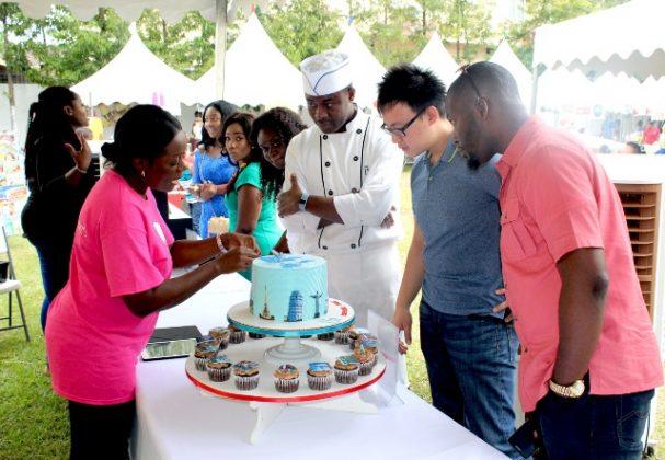 Judges inspect winning cake