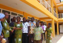 Mr Kpodo presenting keys to the classroom block to Madam Katsekpor