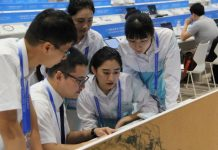 Volunteers work at the Media Center of the 11th G20 summit in Hangzhou, capital city of east China's Zhejiang Province, Sept. 1, 2016. The 11th G20 Summit will be held in Hangzhou from Sept. 4 to 5. (People's Daily/Huang Fahong)