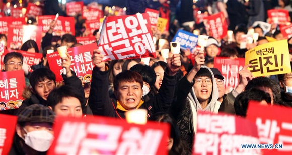 Protesters attend a rally calling for the resignation of South Korean President Park Geun-hye in Seoul, South Korea, on Nov. 19, 2016. Almost one million South Koreans marched on Saturday night to demand the resignation of President Park Geun-hye over her biggest political scandal since she took office in February 2013. (Xinhua/Yao Qilin)