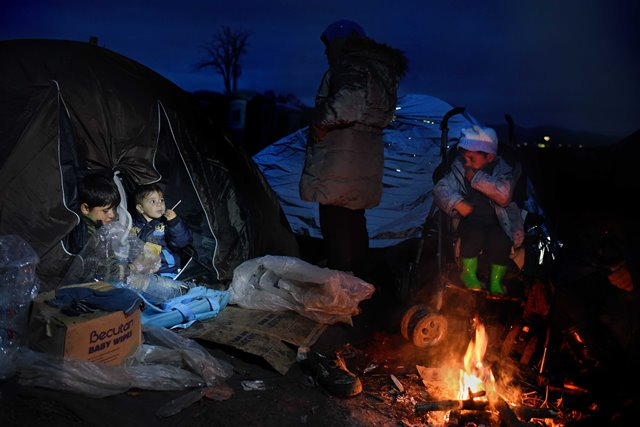 Migrants are seen near the village of Tabanovce at the northern Macedonian border on March 9, 2016. (Xinhua) (zw)
