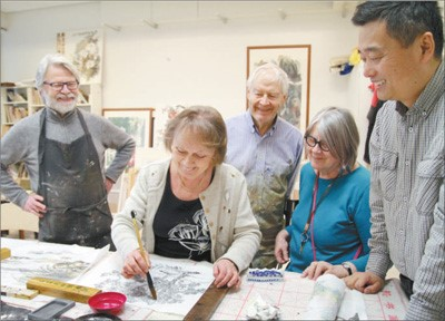 Maritta Laitinen, head of local artist association, said that by learning Chinese painting, she could integrate elements of Chinese culture into her works. Photo by Guan Kejiang from People's Daily