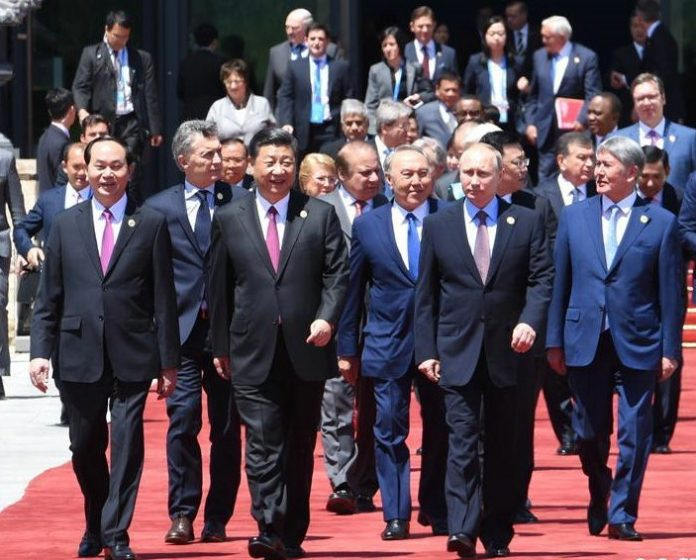 The Round table Summit of BRF was held on Monday, May 15, in Yanqi Lake International Conference Center. The picture shows Chinese President Xi Jinping and leaders form numerous countries and international organizations are walking out of the conference center at the end of the first phase of the summit. Photo by Xinhua News Agency