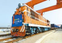 The first Yiwu-Xinjiang-Europe cargo train sets off in November 2014. (Source: People's Daily Online)
