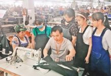 People from poverty-stricken families being offered technical training prior to starting work at a business incubator in Guidong county, Hunan Province. (By Guo Lansheng from People's Daily)