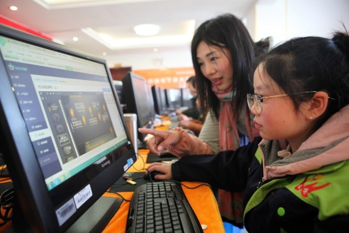 A severely disabled woman learns how to work online at an entrepreneurship and employment base specialized for the disabled in Neijiang, southwest China's Sichuan province, January 17, 2018. (Photo from CFP)
