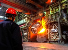 A smart manufacturing workshop is built at Qingdao Special Iron & Steel Co., Ltd. (Photo from CFP)