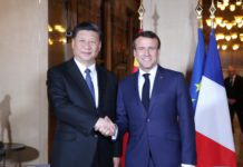 Chinese President Xi Jinping (L) meets with French President Emmanuel Macron in the southern French city of Nice on March 24, 2019. (Xinhua/Ju Peng)