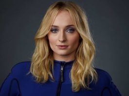 """© Chris Pizzello/Invision/AP Sophie Turner, a cast member in the film """"Dark Phoenix,"""" poses for a portrait during the 2019 WonderCon at Anaheim Convention Center, Friday, March 29, 2019, in Anaheim, California."""