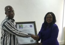 Deputy Director General ( Conformity Assessment)Mrs. Prudence Asmoah- Bonti presenting a citation to Mr Kumah