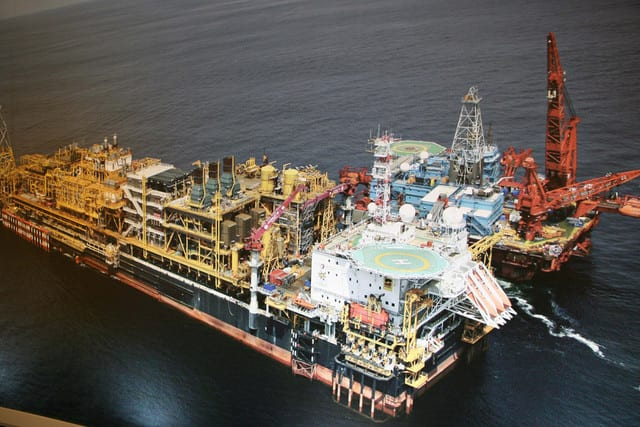 ANGOLA WANTS TO RELAUNCH OIL PRODUCTION