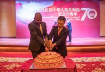 Chinese Ambassador to Zambia Li Jie (R) and Zambian Housing and Infrastructure Minister Vincent Mwale cut a celebration cake during a reception to mark the 70th anniversary of the founding of the People's Republic of China in Lusaka, capital of Zambia, Sept. 26, 2019. (Xinhua/Peng Lijun)