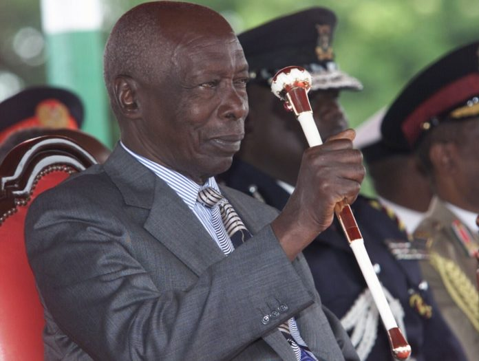 File photo taken on Dec. 28, 2002 shows former Kenyan President Daniel arap Moi (front) inspecting the guard of honor in Nairobi, Kenya. Moi passed away at the age of 95 on Tuesday morning at the Nairobi Hospital in the presence of his family, President Uhuru Kenyatta said. (Xinhua/Xu Xianhui)
