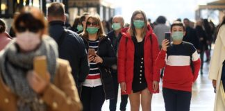 People wear masks as they walk in Milan, Italy, Feb. 24, 2020. Six people have died and 222 have tested positive for the novel coronavirus nationwide in Italy, Angelo Borrelli, chief of Civil Protection Department and Extraordinary Commissioner for the Coronavirus Emergency, told a press conference at 6 p.m. local time on Monday. (Photo by Daniele Mascolo/Xinhua)