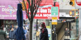 A pedestrian wearing scarf walks along a street in New York, the United States, March 16, 2020. The number of COVID-19 cases in United States has topped 4,600 as of Monday night, an increase of more than 1,000 in the past 24 hours, according to the Center for Systems Science and Engineering at Johns Hopkins University. (Xinhua/Wang Ying)