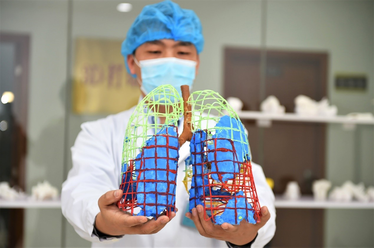 Chenzhou No. 1 People's Hospital, central China's Hunan Province 3D prints the province's first model of the nidus of a patient infected with the novel coronavirus, March 2. Photo by Cao Gaolin, People's Daily Online
