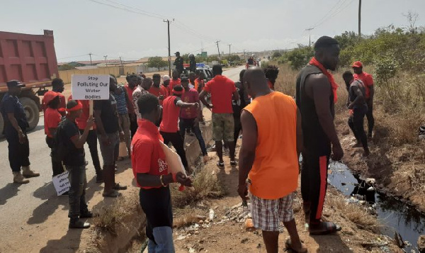 kpone youth demands immediate closure of land fill site