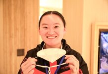 A medical stuff from Huaian, Jiangsu province took off her masks as she finished the aiding Hubei mission and returned home. Photo: Zhao Qirui, People's Daily Online