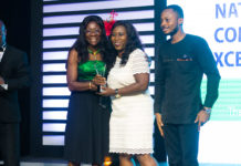 the corporate communications manager of vivo energy ghana mrs shirley tony kum middle receiving the award