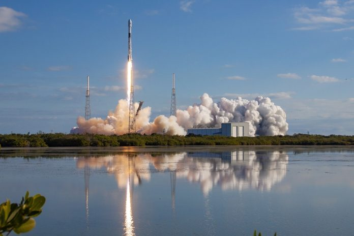 A handout photo made available by SpaceX shows the Falcon 9 rocket lifting off with a cargo of 60 Starlink satellites, from the space Launch Complex 40 at the Cape Canaveral Air Force Station in Cape Canaveral, Florida, USA, 29 January 2020. EPA/BRIAN LINN / SPACEX / HANDOUT HANDOUT EDITORIAL USE ONLY/NO SALES