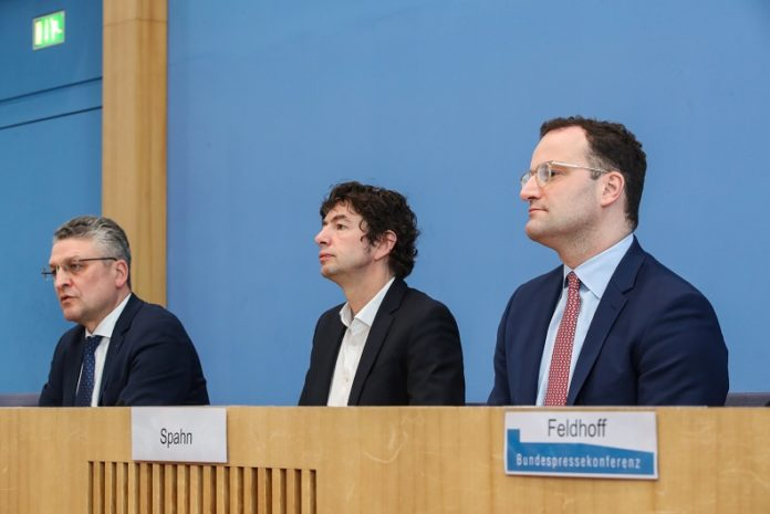 Federal Health Minister Jens Spahn (R), Director of the Institute of Virology at the Charite Berlin Christian Drosten (C) and Robert Koch Institute (RKI) President Lothar Wieler attend a press conference briefing COVID-19 situation in Germany, in Berlin, capital of Germany, March 9, 2020. No fatalities have been recorded despite Germany reporting 1,112 confirmed COVID-19 cases as of 8 a.m. (0700 GMT) Monday, according to the country's disease control agency. (Xinhua/Shan Yuqi)