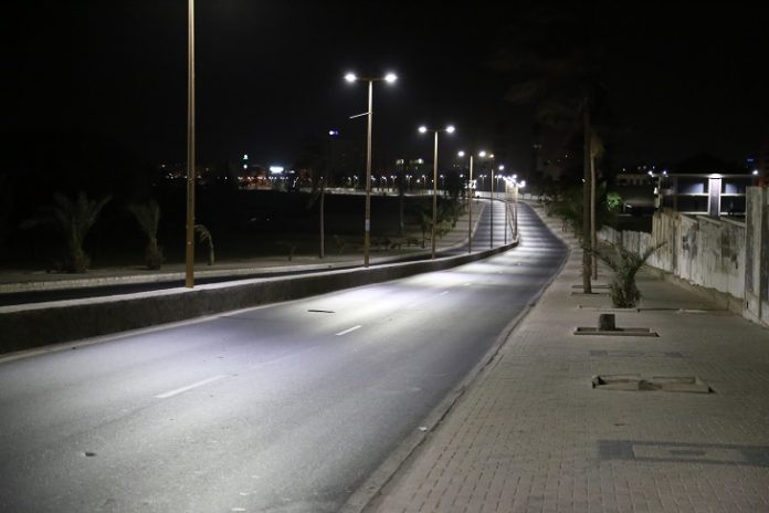 Photo taken on March 24, 2020 shows a seaside road amid curfew in Dakar, Senegal. Monday night, during his speech to the Nation, Senegalese President Macky Sall declared a state of emergency from midnight Monday across the national territory, along with a curfew from 8 p.m. to 6 a.m. the next day. Senegalese Ministry of Health and Social Action confirmed on Tuesday that seven new cases of COVID-19 infection have been detected across Senegal, bringing the total number to 86 cases. (Xinhua/Xing Jianqiao)