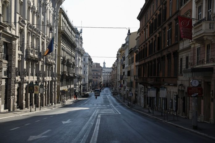 Photo taken on April 11, 2020 shows an empty street in Rome, Italy. The coronavirus pandemic has claimed 19,468 lives in locked-down Italy, bringing the total number of infections, fatalities and recoveries so far to 152,271, according to the latest data released by the country's Civil Protection Department on Saturday. (Xinhua/Cheng Tingting)